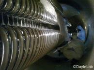 Dentro del acelerador